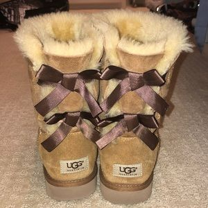 lightly worn Bailey Bow Uggs
